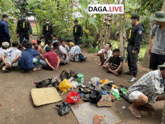 Hình ảnh các đối tượng bị lực lượng công an tạm bắt giữ vì đá gà ăn tiền