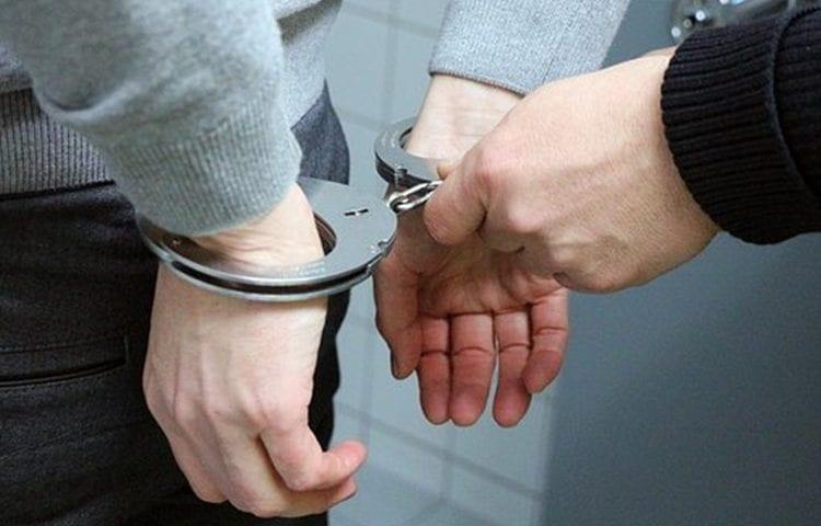 Bị bắt về tội lừa đảo